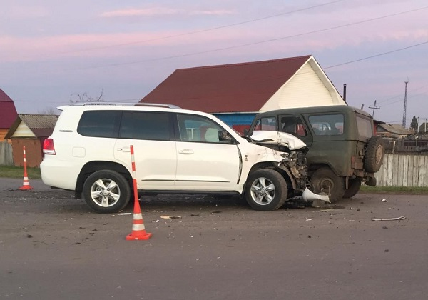 В аварии на севере Омской области «смяло» внедорожник: пострадал ребенок #Омск #Общество #Сегодня