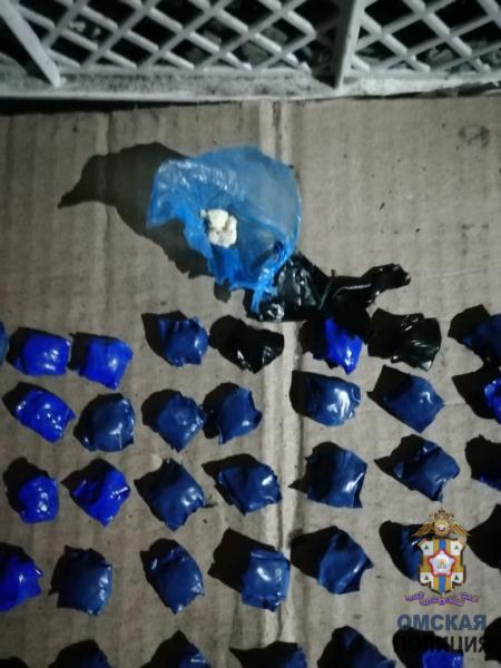 Омич попался полицейским с 1200 свертками героина #Омск #Общество #Сегодня