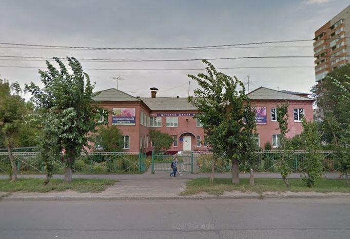 Омич погиб, упав с крыши школы искусств #Омск #Общество #Сегодня