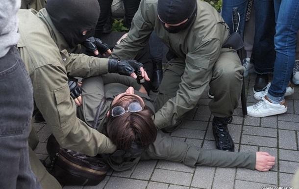 Число задержанных в Беларуси превысило 300