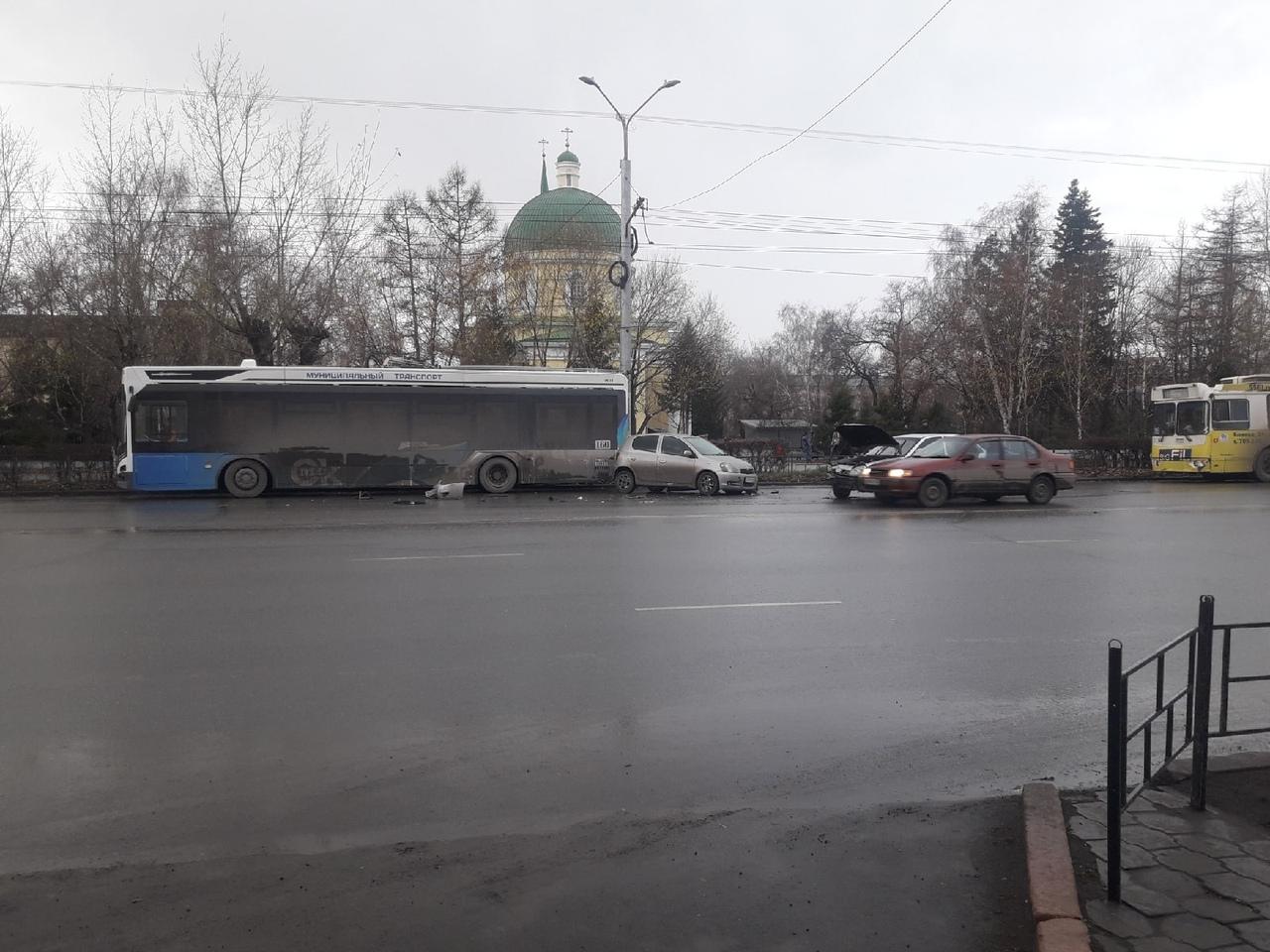 Новый троллейбус «Адмирал» уже попал в ДТП в центре Омска #Омск #Общество #Сегодня