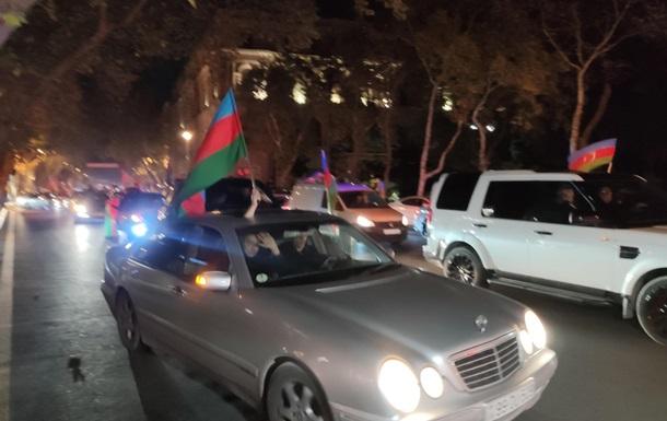 В Баку всю ночь шли празднования. Фоторепортаж