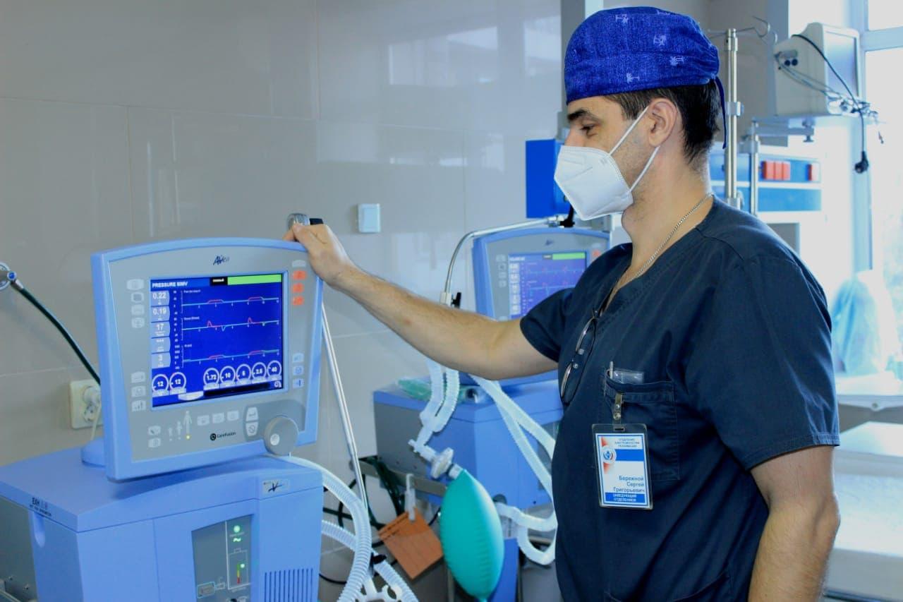 В омские больницы поступило 100 инновационных аппаратов ИВЛ #Новости #Общество #Омск