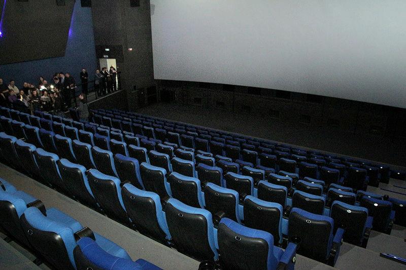 Заполняемость омских театров и кино ограничили 50 % #Омск #Общество #Сегодня