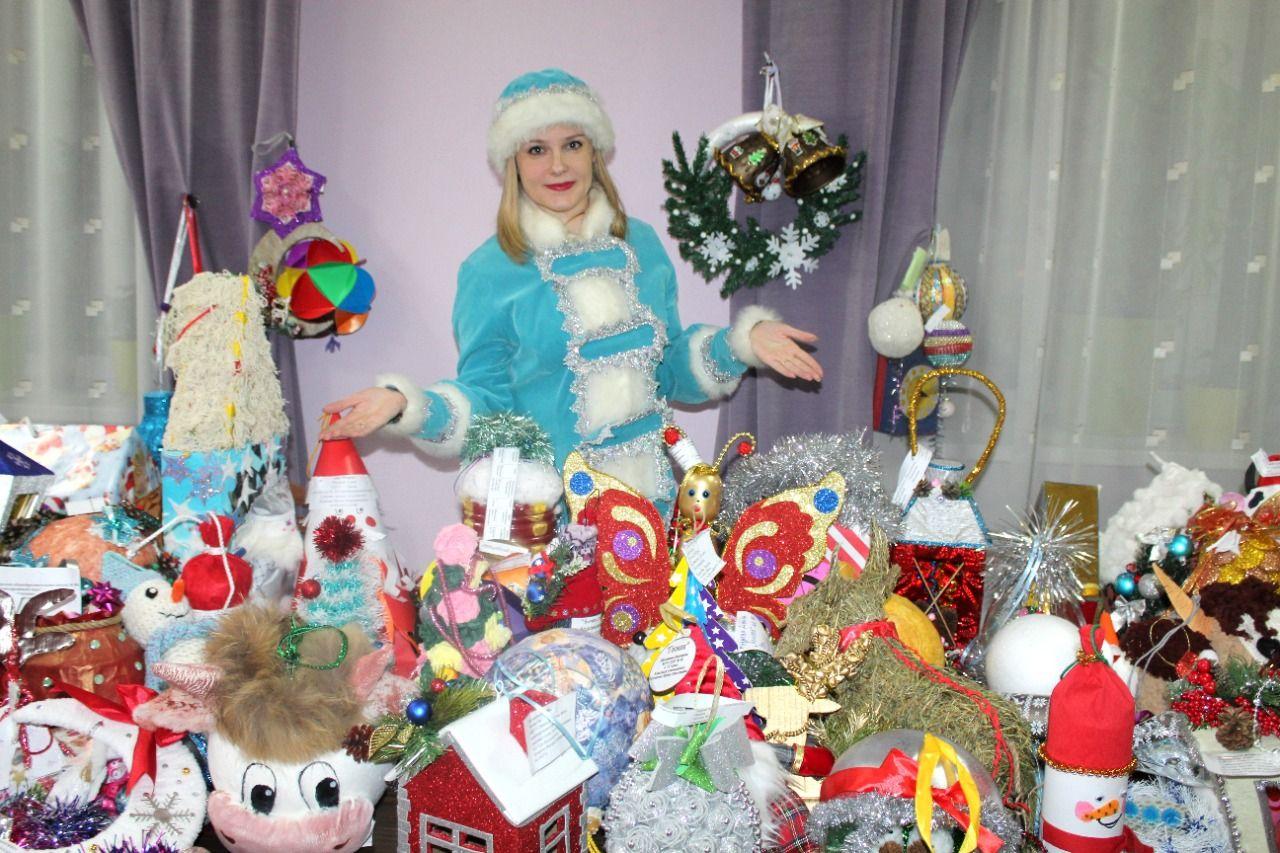 Елку в главном парке Омска украсят сотни игрушек, изготовленных детьми #Омск #Общество #Сегодня