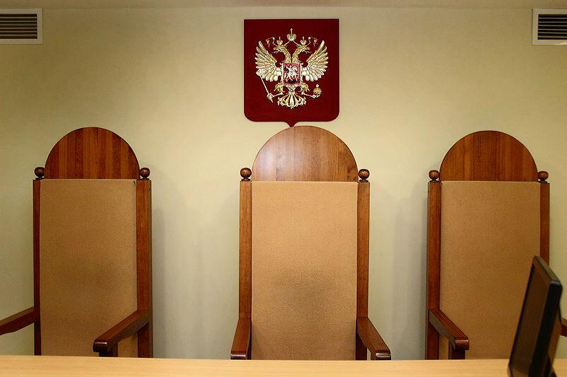 Многодетную омичку ограничили в родительских правах после смерти 3-летнего сына #Омск #Общество #Сегодня