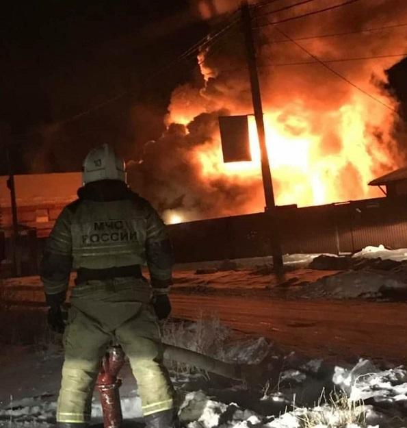 Всю ночь под Омском ликвидировали пожар в двухэтажном коттедже #Новости #Общество #Омск
