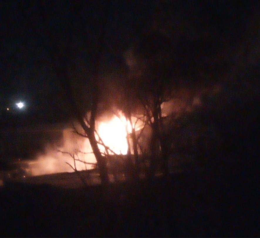 На окраине Омска всю ночь тушили двухэтажный автосервис #Новости #Общество #Омск