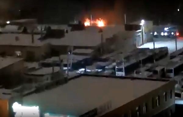 На территории омского дендросада сгорел склад с трактором #Новости #Общество #Омск