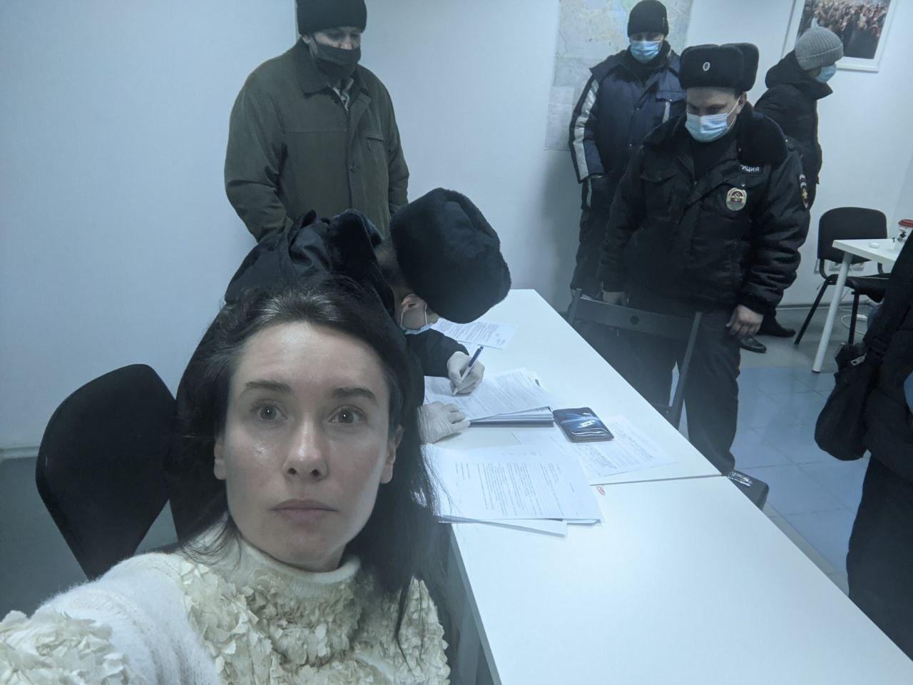 Омский штаб Навального проверила полиция #Омск #Общество #Сегодня