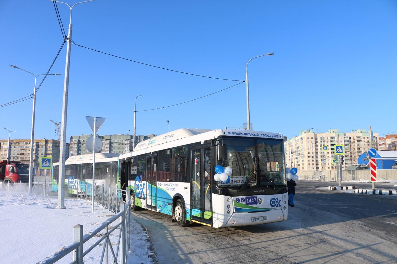 В Омске «газовый» автобус протаранил легковушку с ребенком #Омск #Общество #Сегодня