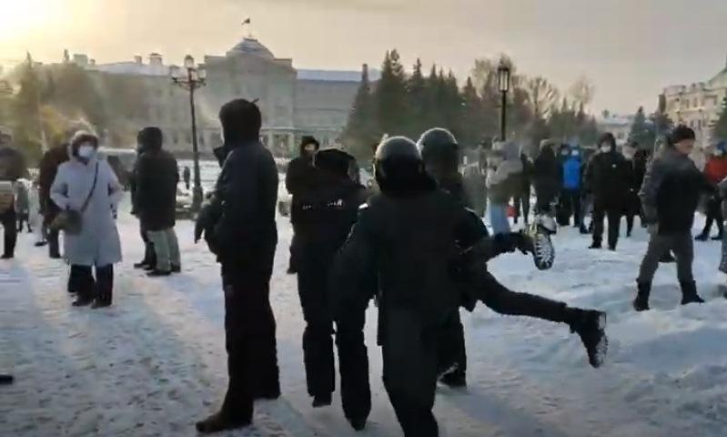 Сколько людей задержали на несанкционированной акции в Омске? #Омск #Общество #Сегодня