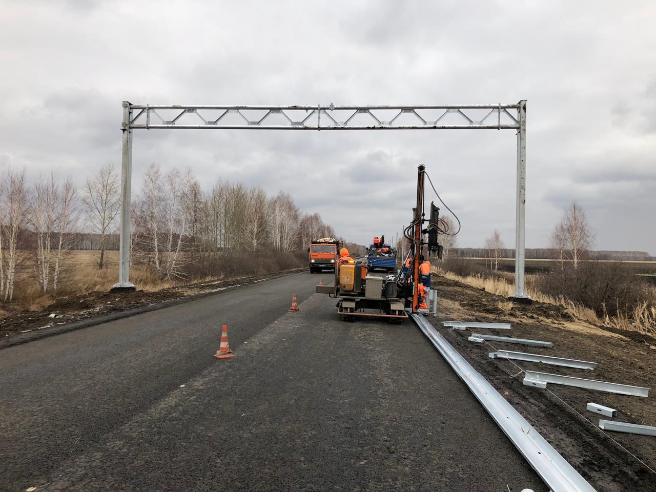 Дальнобойщики объезжают весовой контроль и разрушают дороги в омском селе #Новости #Общество #Омск