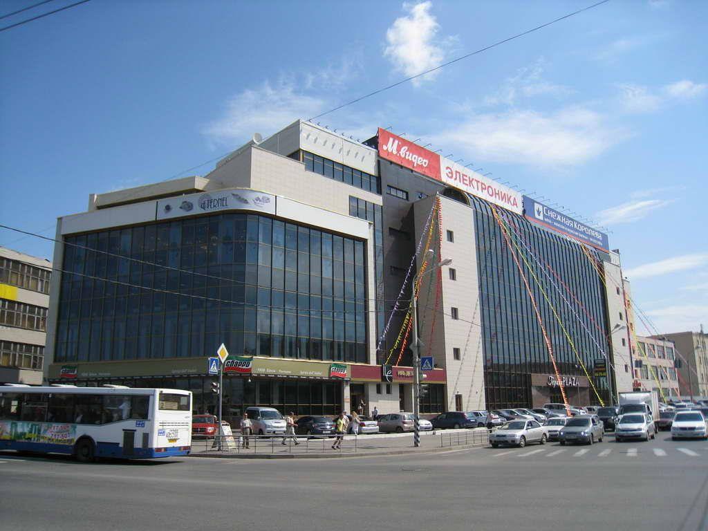 С торгового комплекса в Омске на людей обвалился лед #Новости #Общество #Омск