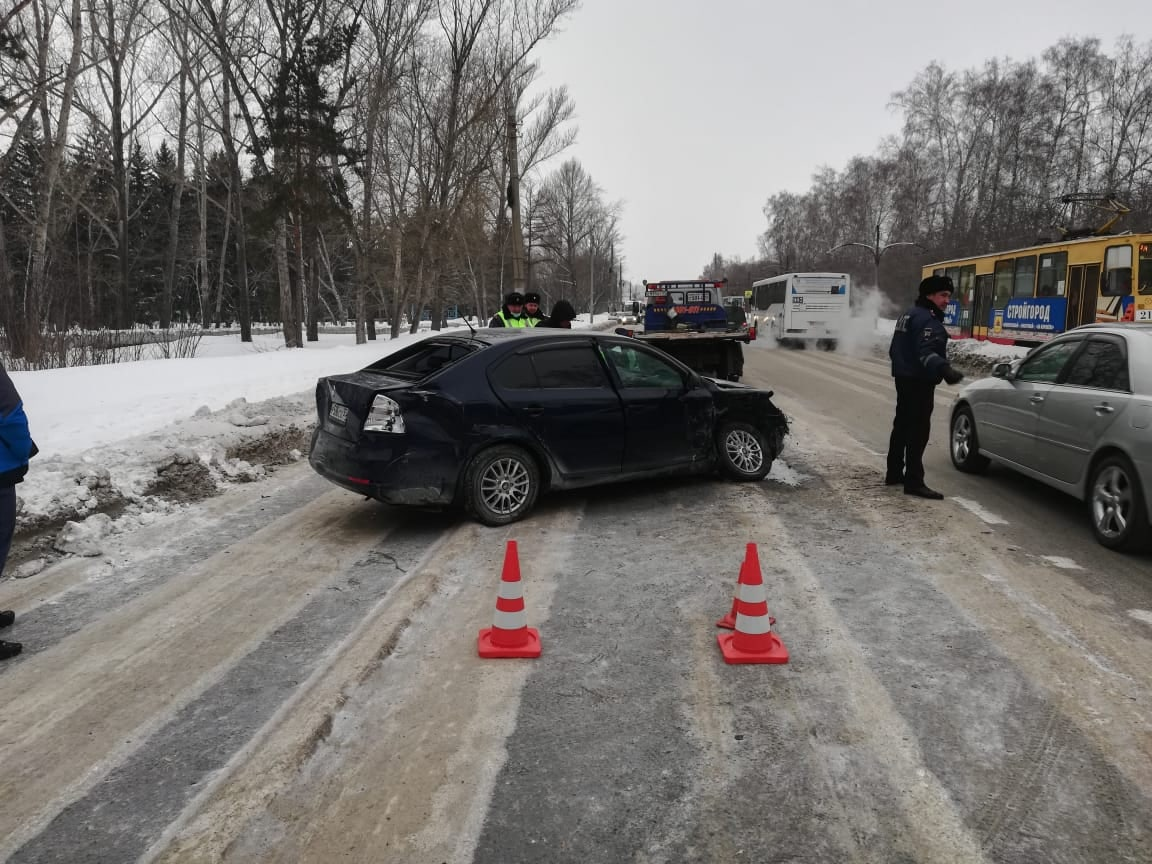 Двое взрослых и ребенок пострадали в ДТП с иномаркой и внедорожниками в Омске #Новости #Общество #Омск
