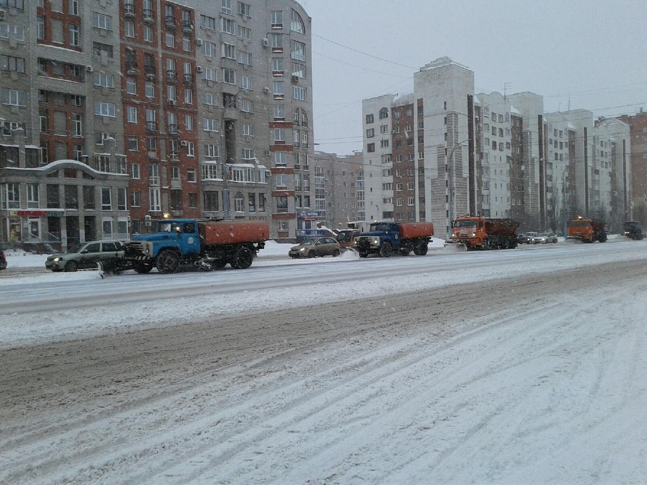 Омские дорожники бросили все силы на расчистку улиц от снега #Новости #Общество #Омск