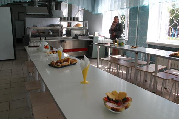 Большой дефицит бюджета мешает Омску прокормить школьников из бедных семей
