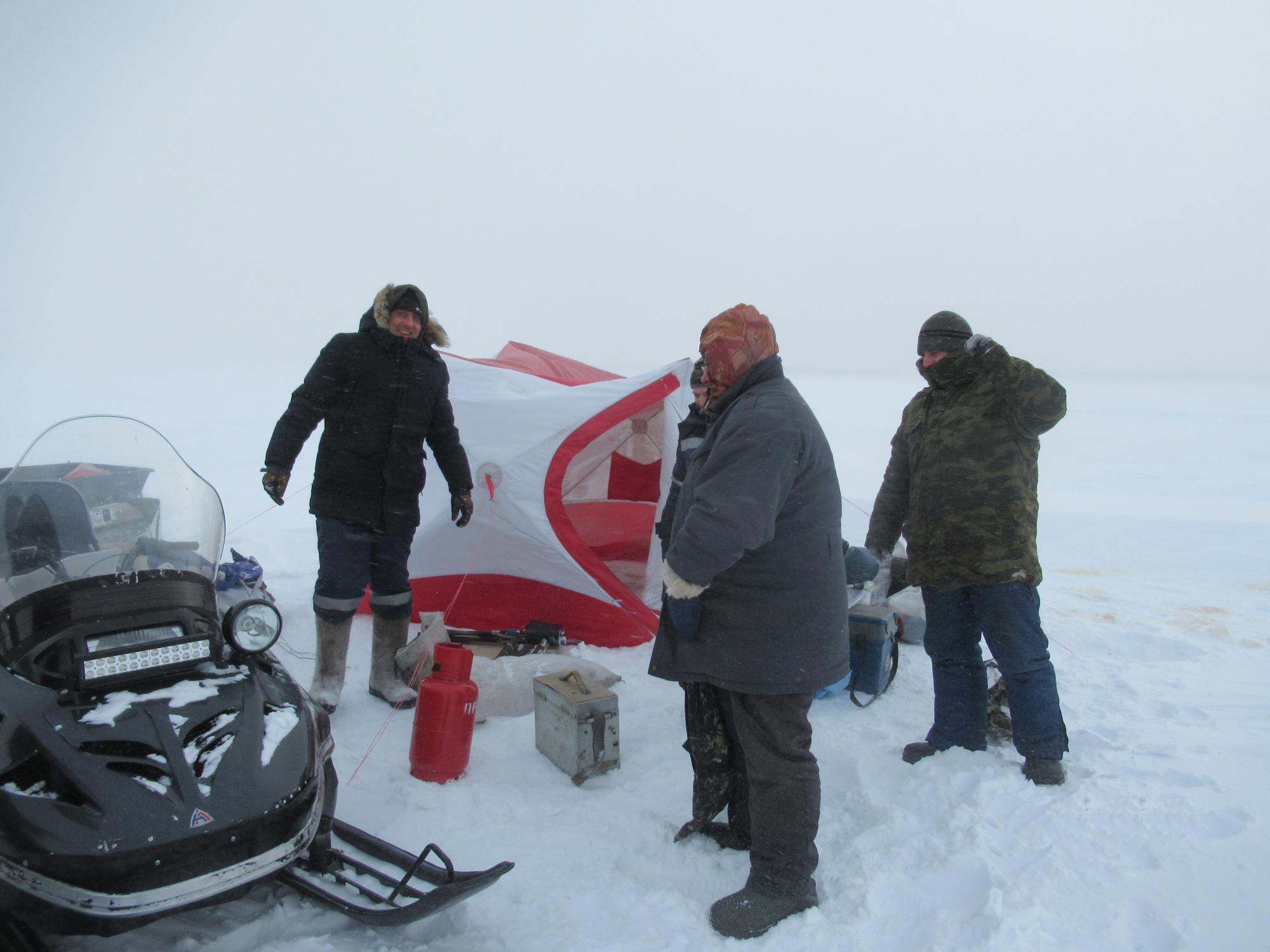 Омские рыбаки в ураган оказались на середине озера в палатке #Омск #Общество #Сегодня