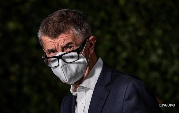 Премьер Чехии требует штрафовать нарушителей карантина