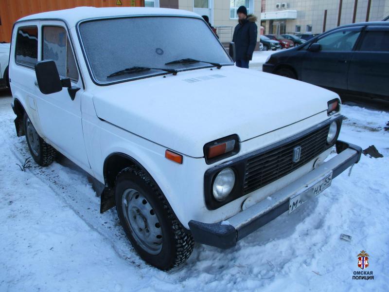 В Омске поймали серийного вора, который вырывал двери машин #Новости #Общество #Омск