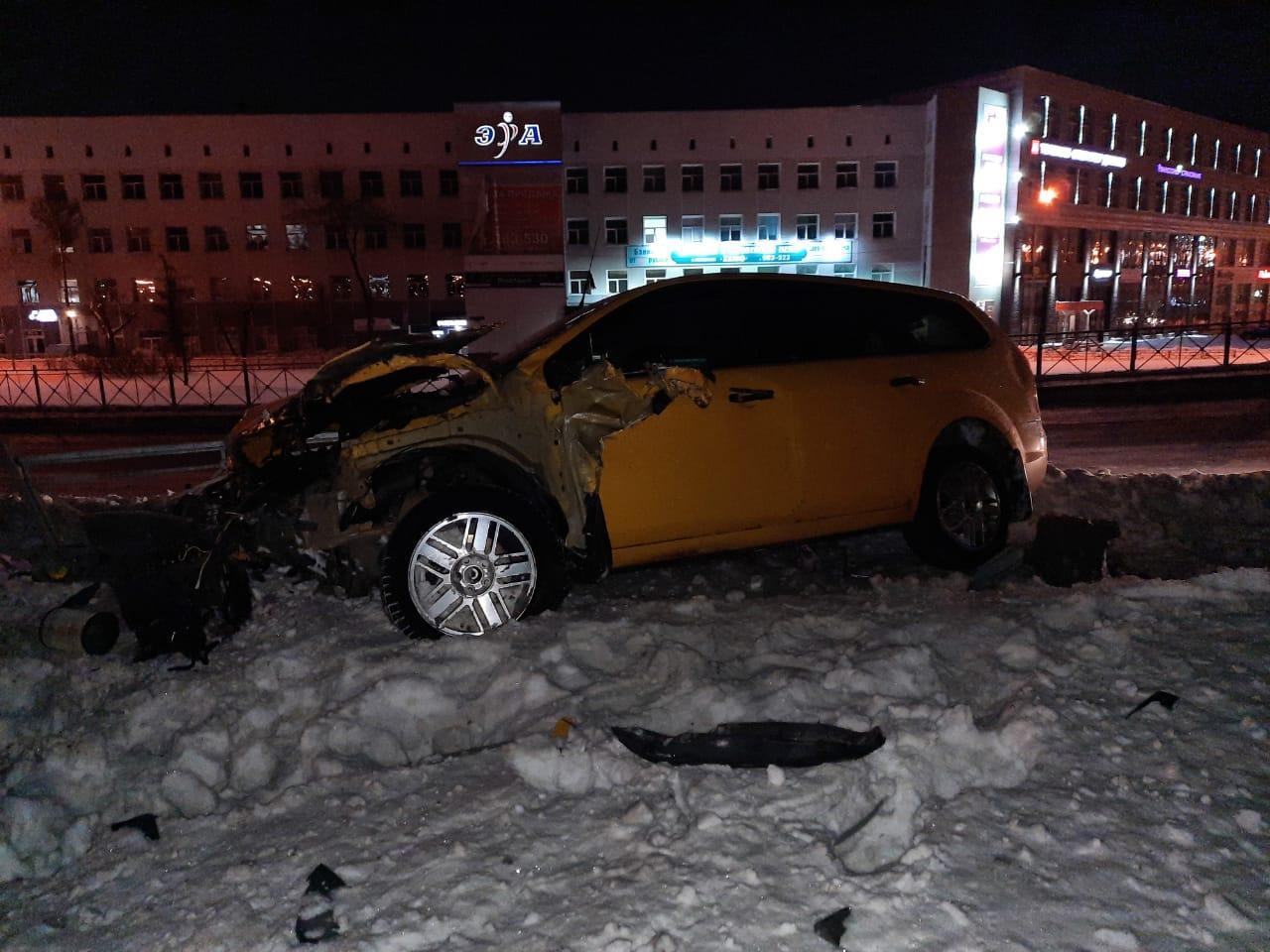 Омский подросток сел за руль иномарки и вылетел с метромоста #Омск #Общество #Сегодня