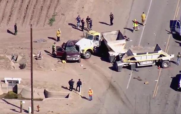 В США уточнили число погибших в дорожной аварии на границе с Мексикой