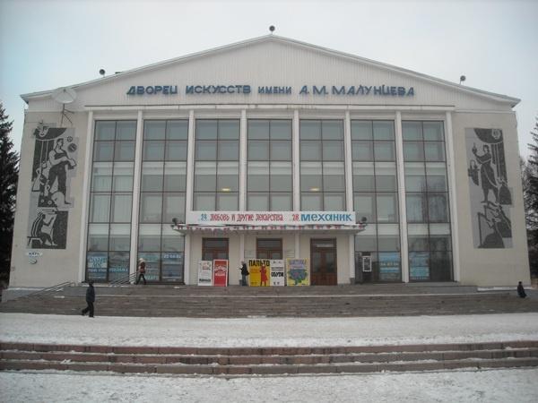 В Омске пенсионерка поскользнулась и скатилась под колеса автобуса #Омск #Общество #Сегодня