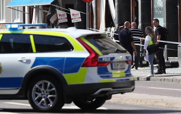 В Швеции неизвестный ранил ножом восемь человек