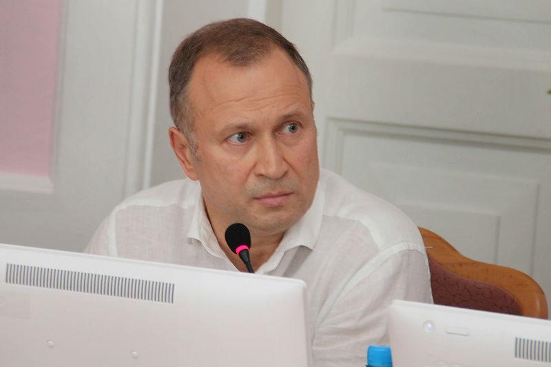 С извинениями и судебными исками. Как депутат Федотов лишился мандата #Омск #Общество #Сегодня
