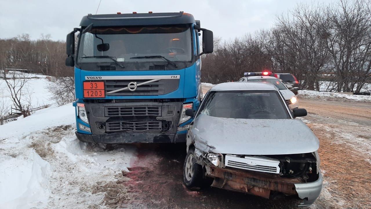 В Омске легковушка протаранила бензовоз #Новости #Общество #Омск