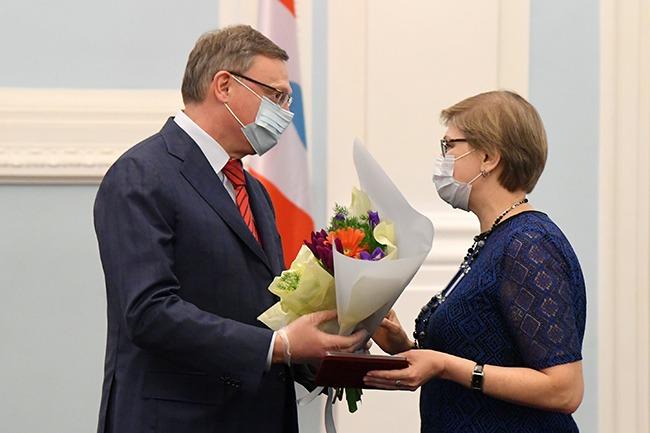 Бурков наградил 18 очаровательных омичек #Омск #Общество #Сегодня