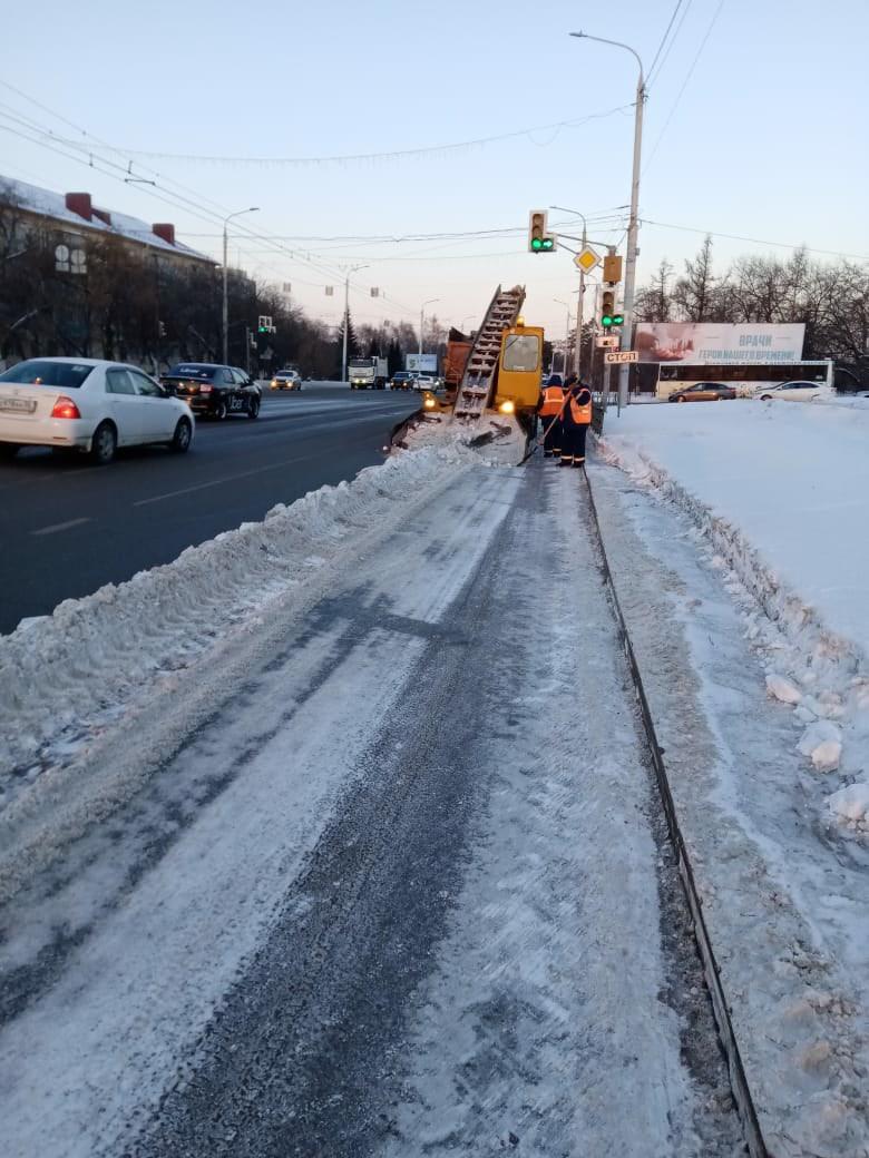 Потепление помогло омским дорожникам наконец-то победить наледь #Новости #Общество #Омск