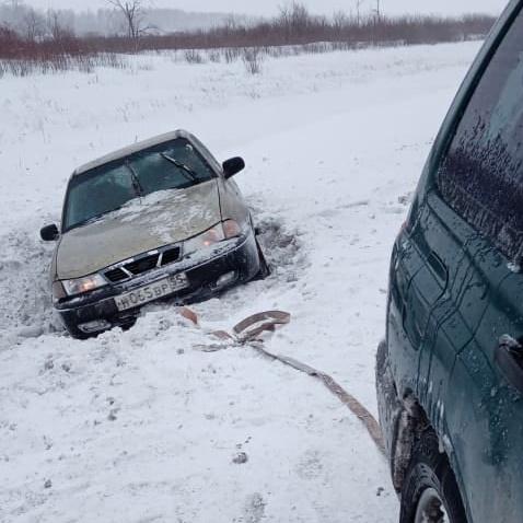 Закрытые дороги и застрявшие грузовики. Как Омская область пережила ураган #Омск #Общество #Сегодня