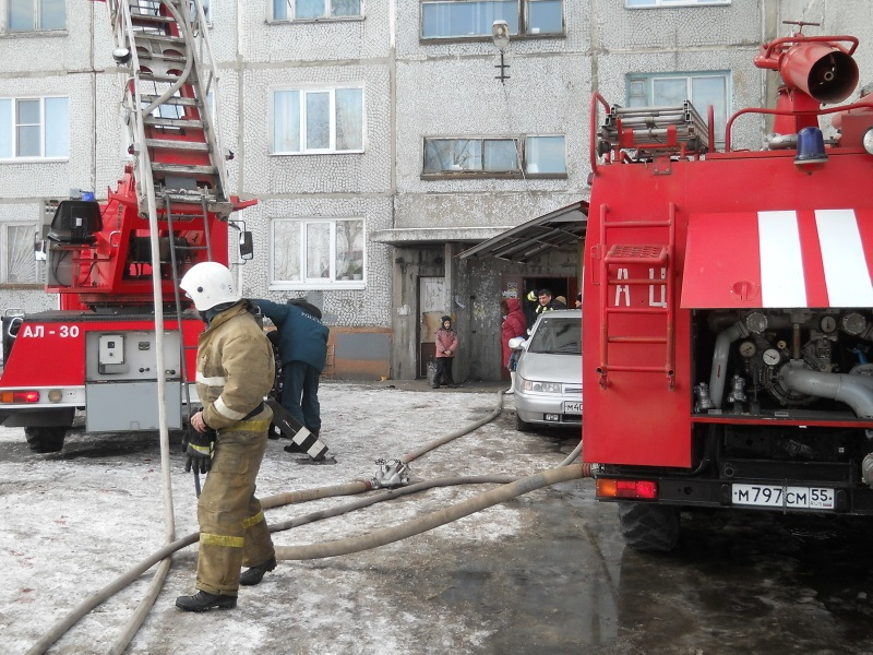 Омские пожарные спасли 10 человек при возгорании девятиэтажки #Новости #Общество #Омск