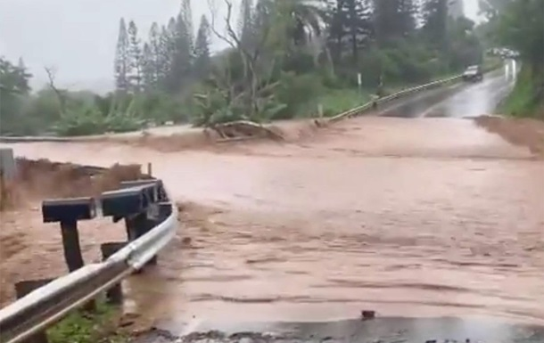 На Гавайях объявлена эвакуация из-за угрозы прорыва дамбы