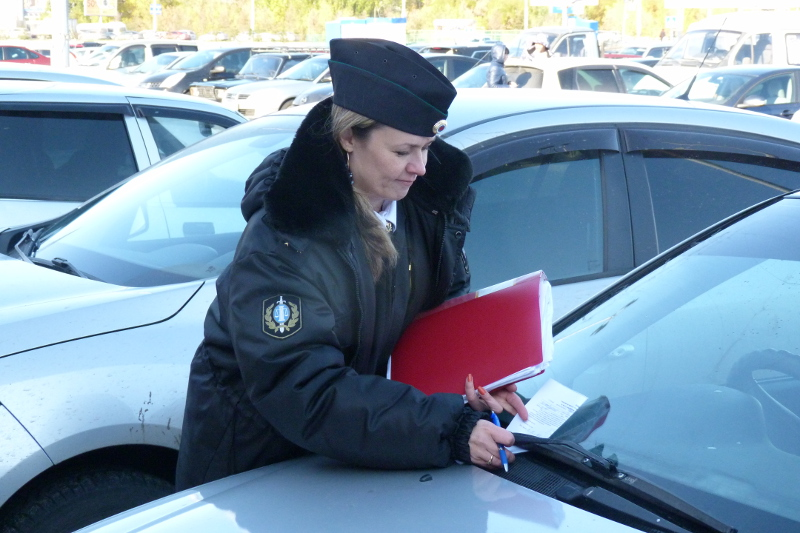 Омичка провезла пристава на капоте и отделалась условным сроком #Омск #Общество #Сегодня