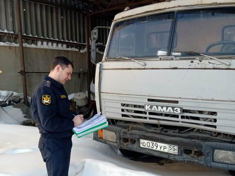 У омских металлургов арестовали технику из-за долгов по налогам