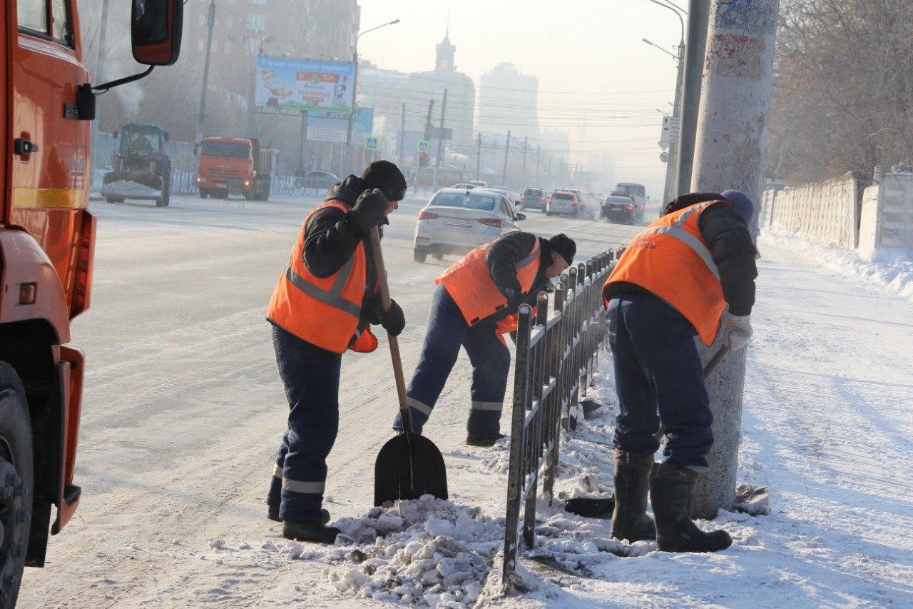 Омск от снега круглосуточно чистят 1000 человек #Омск #Общество #Сегодня