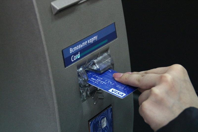 Омич хотел снять в банкомате зарплату, а получил уголовное дело #Новости #Общество #Омск