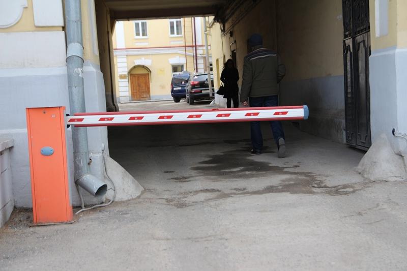 В Омске продолжают убирать незаконные шлагбаумы и блоки #Новости #Общество #Омск