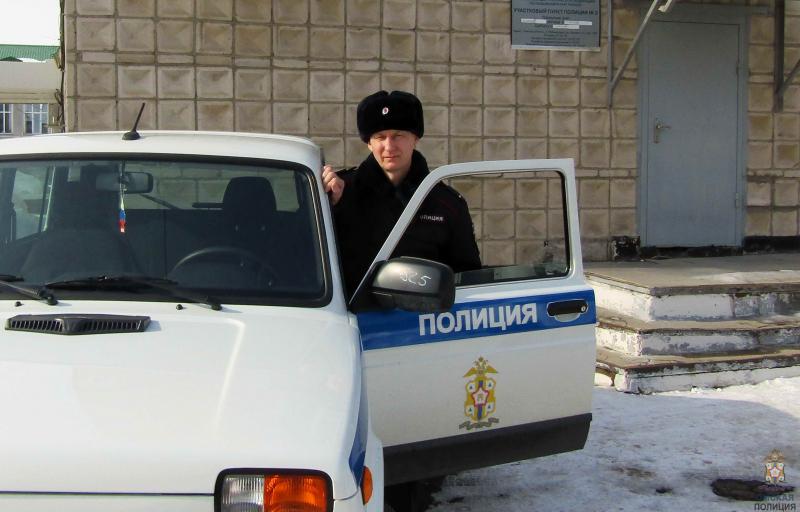 Омский полицейский выломал окно, чтобы спасти пенсионера от инсульта #Омск #Общество #Сегодня