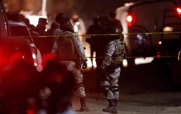 В Мексике напали на конвой полиции, более 10 погибших