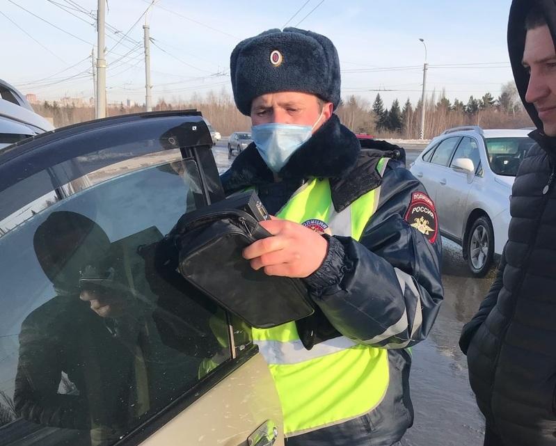 Омичи массово ездят с затонированными стеклами: водителей штрафуют #Омск #Общество #Сегодня