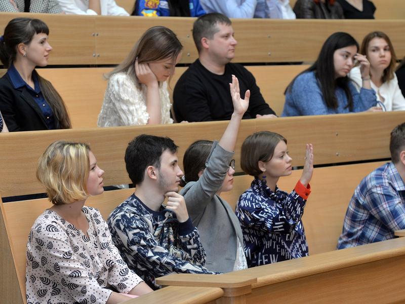 Из-за ковида гораздо меньше выпускников будут поступать в вузы #Омск #Общество #Сегодня