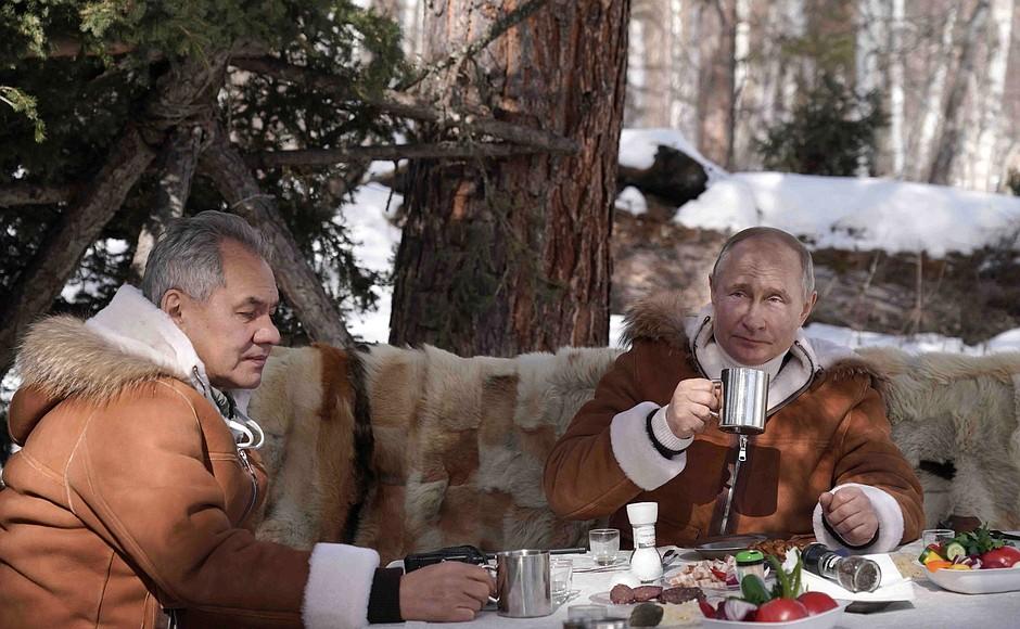 Появились фото с отдыха Путина в Сибири #Омск #Общество #Сегодня