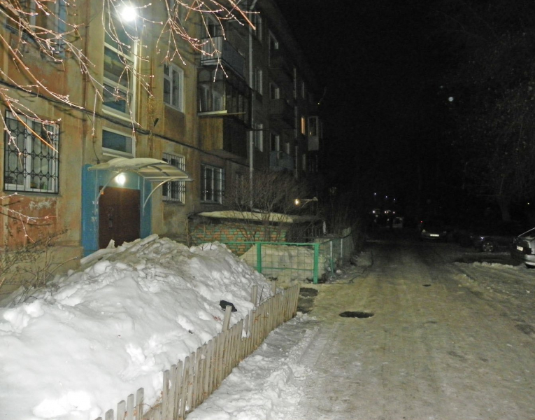 Омич получил ножом в живот за попытки отбить чужую девушку #Новости #Общество #Омск
