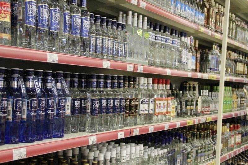 Омич украл в Краснодаре 7 бутылок алкоголя, 7 палок колбасы и 7 пачек масла #Омск #Общество #Сегодня