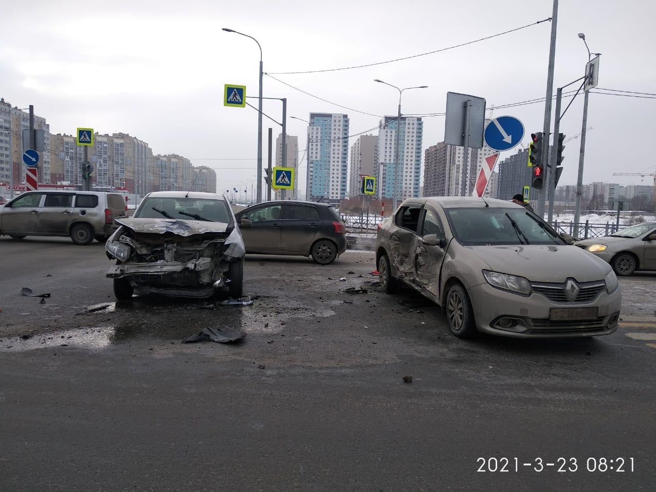 В ДТП с двумя «логанами» в Омске пострадали женщина и 4-летний ребенок #Новости #Общество #Омск