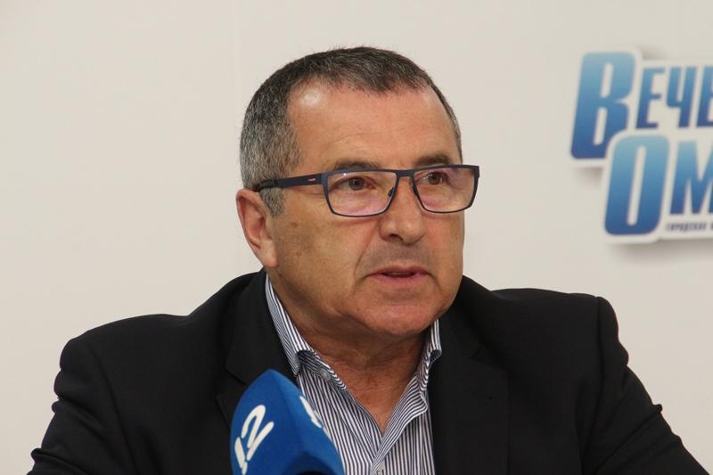 Расин рассказал, что в 70 лет занимается теннисом и ходит в бассейн #Омск #Общество #Сегодня