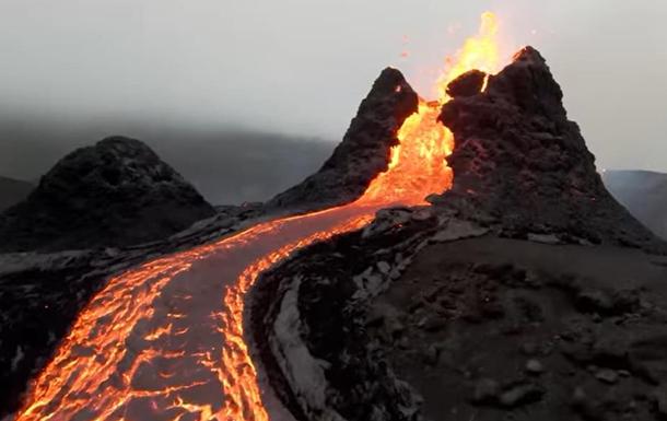 Дроны сняли зрелищное видео извержения вулкана